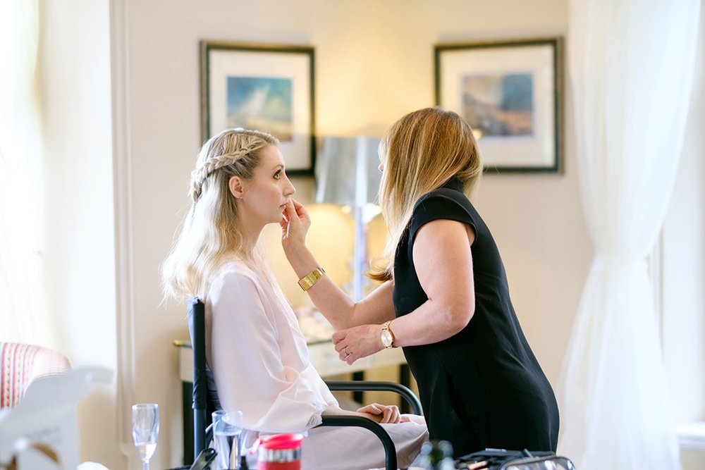 finishing touches to the bride's make up