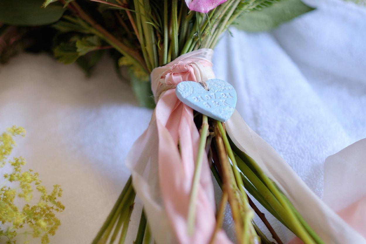 A blue plaque on a wedding bouquet