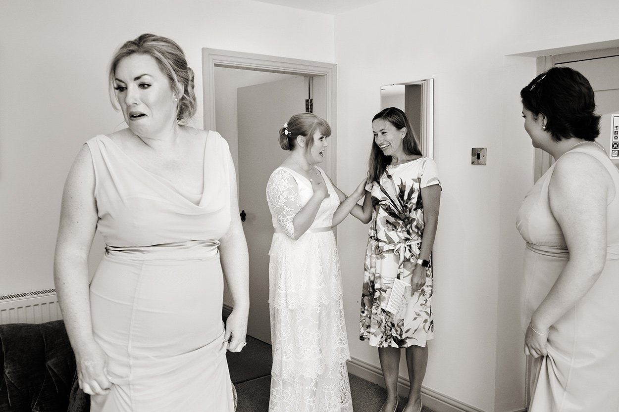 reportage wedding photography. Bride in conversation before the wedding.